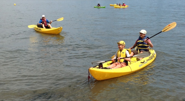 family kayaking at stuy cove