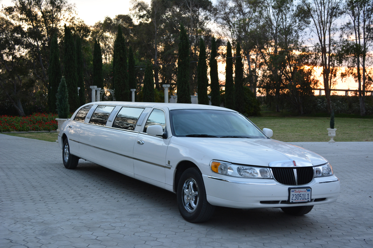 10 Passenger Lincoln Continental Stretch Limousine