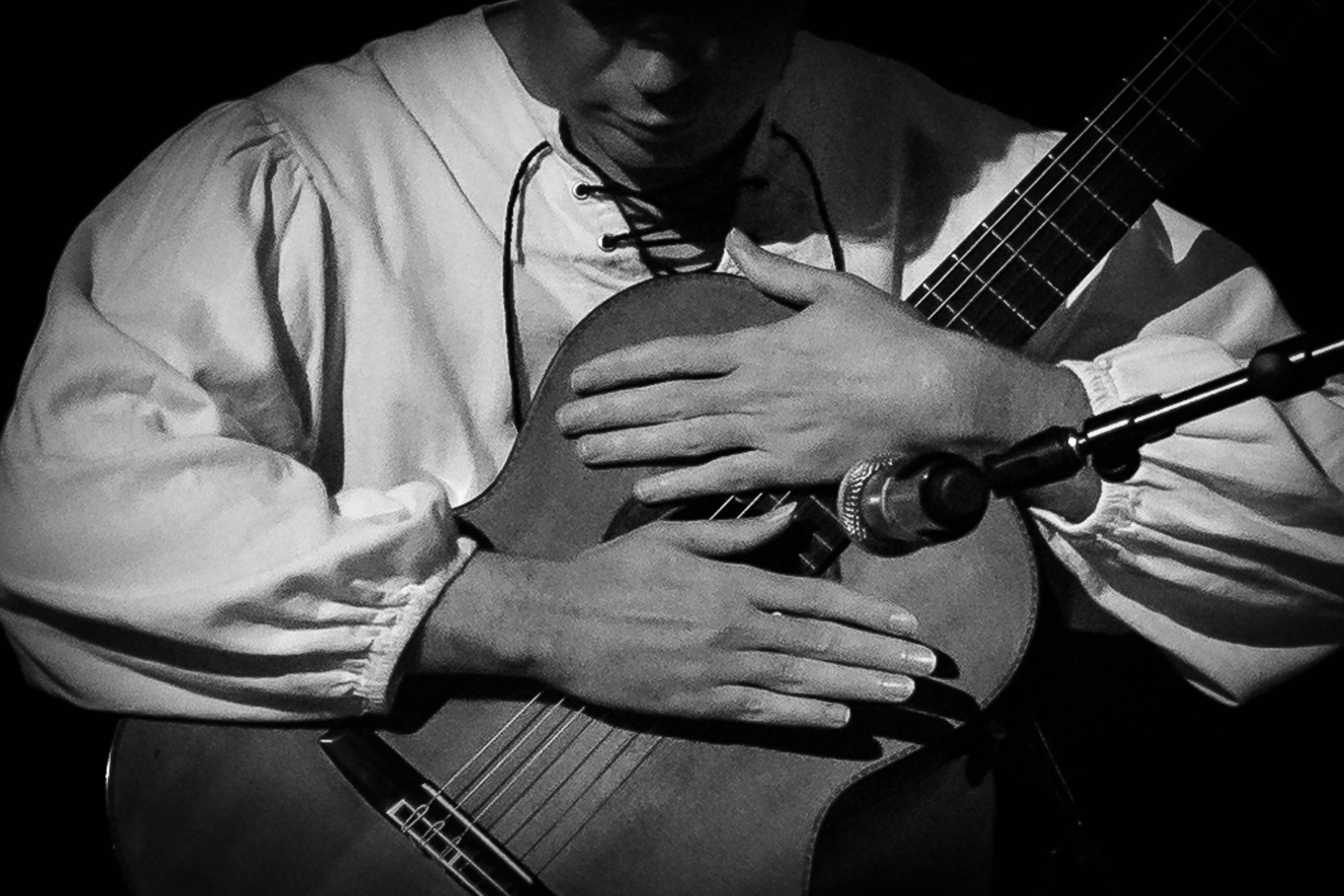 Classical Spanish Guitarist Alberto Puerto