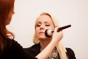 Exclusive Makeup Class with Makeup Artist Aleksandra Am...