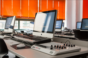 Trackwerkstatt mit Dole und Kom  (noisy Academy Berlin...