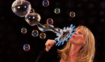 The Bubble Lady comes to Berkeley!