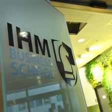 IHM Business School Göteborg logo