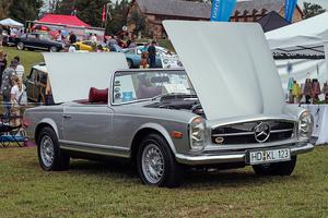 Classics on the Green 2013 Mercedes Pagoda Display