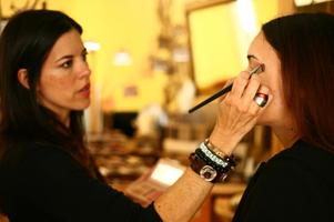 Eco-Makeup Lessons with Christy