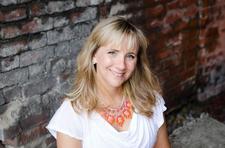 Courtney Shannon,  Senior Director with Stella & Dot logo