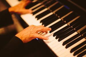 (mostly jazz): Deborah Paiva