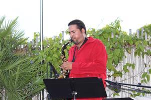 Mostly Jazz: Nestor Zurita Duo