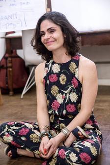 Renata Leão logo