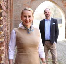 Carolin Amerling und Lutz Langhoff logo