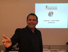 Ronny Welzel durch Hypnosetherapiezentrum logo