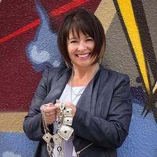 Denise Ouellette/Imagine Dream Team  587-585-6787  logo