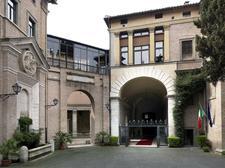 Ambasciata d'Italia presso la Santa Sede in collaborazione con il Touring Club Italiano logo