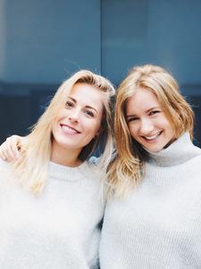 Katharina Schramm & Laura van de Vorst logo