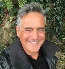 Simon Hinton logo