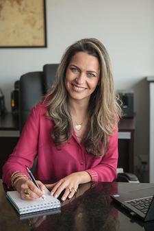 Helena Brochado logo