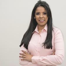 Professora Larissa Ataíde logo