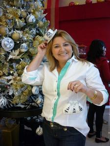 Helena Araujo logo