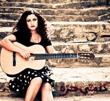Emel Mathlouthi in concert