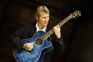 A Special Acoustic Performance - Rik Emmett of Triumph...