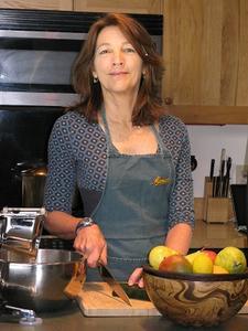 "Leafy Cafe's Chef & ""Nutritionista"" MiMi McGee logo"