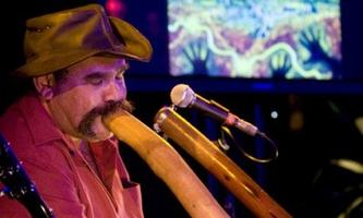 Mark Atkins Plays Didgeridoo Live