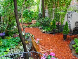 Secret Gardens of The East Side with New 2 NY Tours