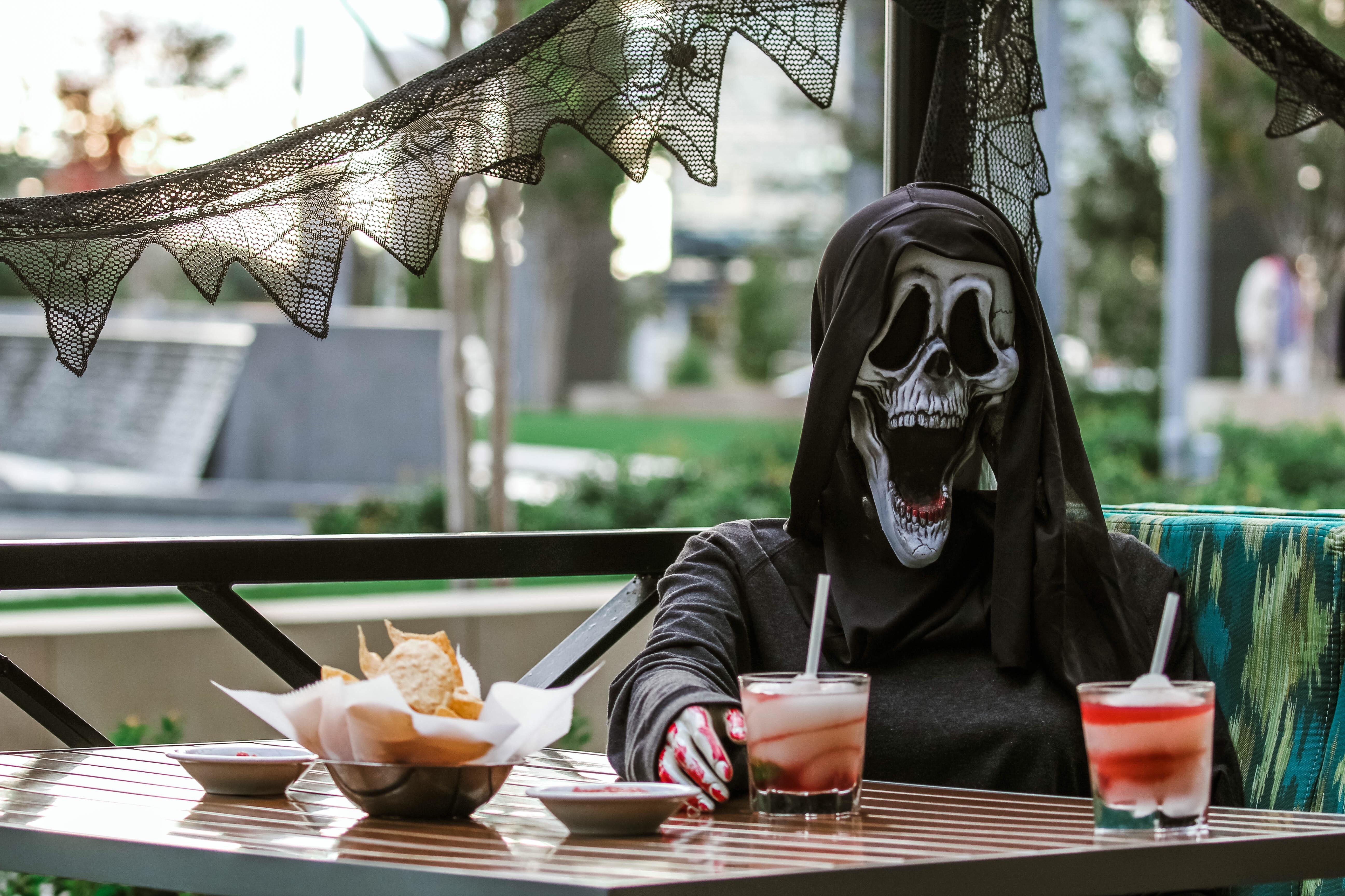 Hollywood Halloween Pub Crawl