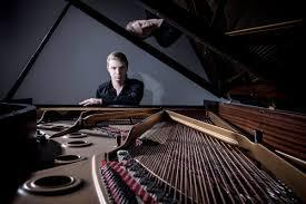 Denis Kozhukhin, piano