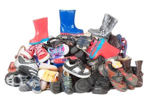 Chicas Latinas' Back-to-School Shoe Drive for...