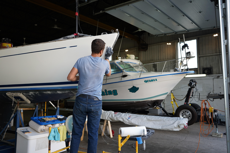 Réparation de fibre de verre sur un bateau de plaisance (19-76)