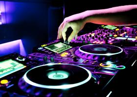 HOW TO SCRATCH LIKE A DJ
