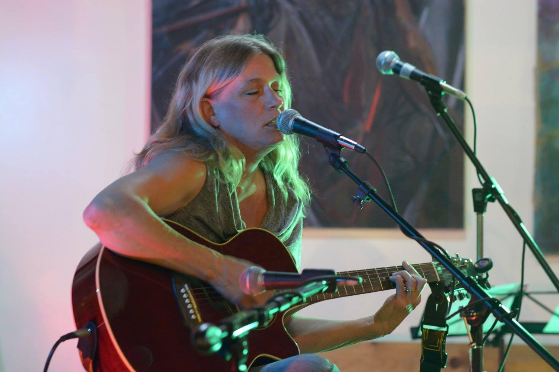 Sue Menhart Solo Acoustic at Rocks 21
