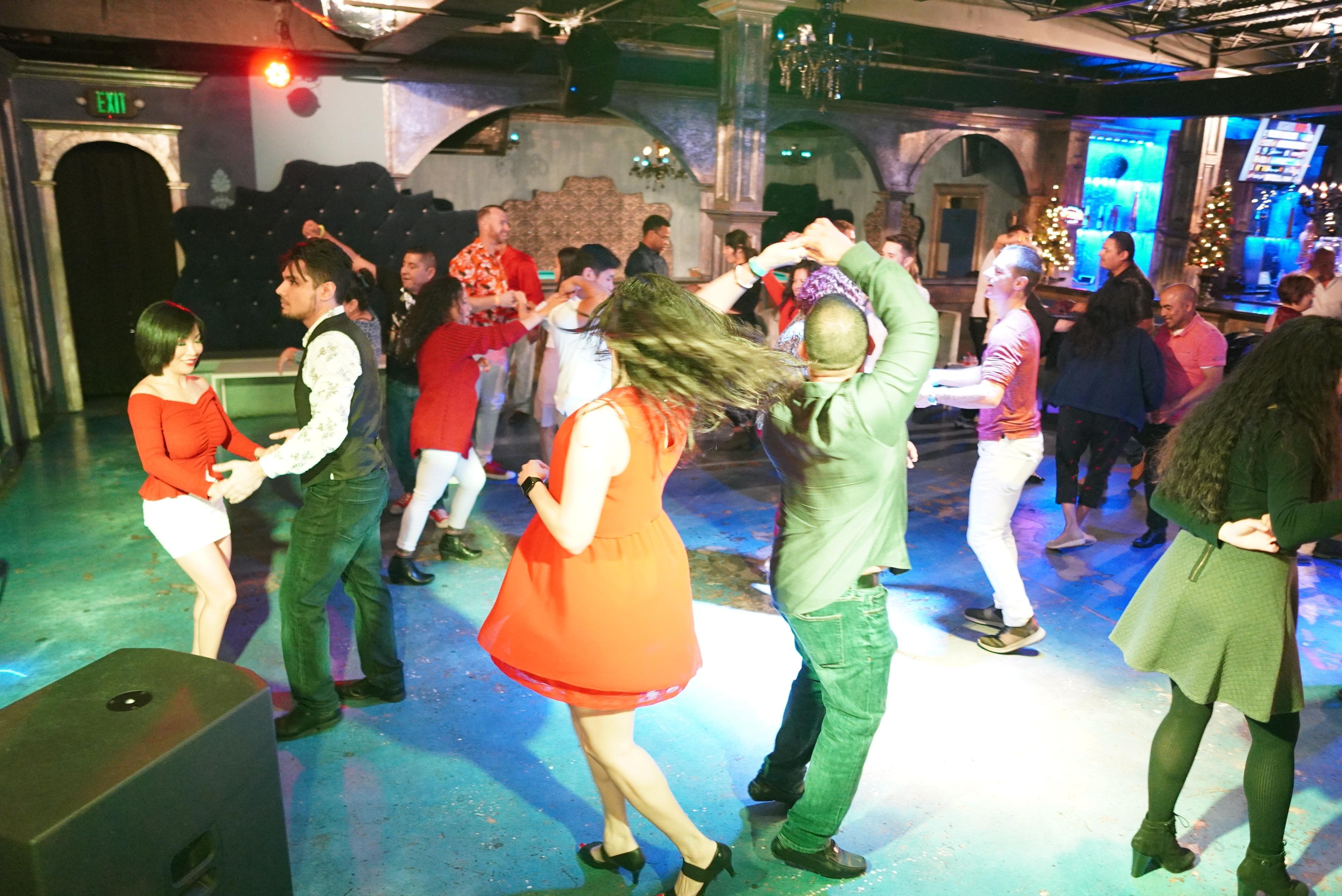 Free Salsa Wednesday Social in Houston @ DD Skyclub 02/19