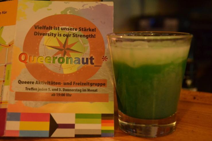 Queeronaut_* lädt zum queeren Cocktail-Mix