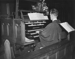 Pipe Organ Recital by Bill McElwee