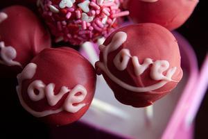 Valentine's Day Cake Pop Workshop with Kathy Phan